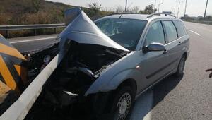 Refüje saplanan otomobilden yara almadan kurtuldu