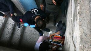 Beyoğlunda arkadaşının ittiği çocuk yüksekten düşerek ağır yaralandı