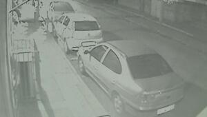 Hafif ticari araç park halindeki araçlara çarparak bakkala daldı