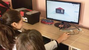 Liselilerden ortaokul öğrencilerine kodlama eğitimi