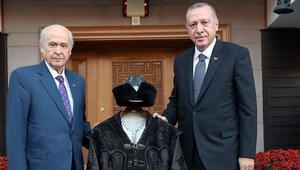 Bahçeli'den Cumhurbaşkanı Erdoğan'a özel hediye
