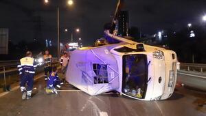 Basın Ekspres Yolu'nda kamyonet devrildi, trafik oluştu