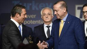 Fenerbahçeden Recep Tayyip Erdoğana 25. yıl plaketi
