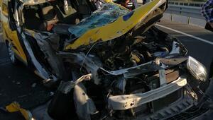 Ticari taksi kamyona çarptı: 1 ölü, 1 yaralı
