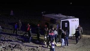 Vanda askerleri taşıyan midibüs kaza yaptı: 26 yaralı