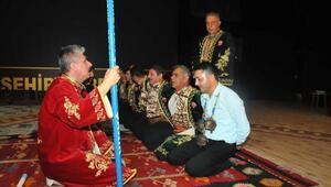 Akşehirde çocuklar sıra yarenleri ile eğlendi
