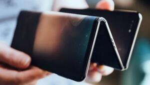 Ekranı üçe katlanabilen telefon şaşkınlık yarattı
