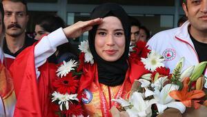 Hayriye Türksoy: Türk sporcular asker selamı ile tanınıyor