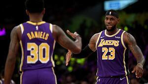 LA Lakers, sezonun ilk galibiyetini aldı Utah Jazzı 95-86 yendi...