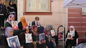 HDP önünde eylem yapan kadın: Teröristler yeğenimi yanımdan kaçırdı