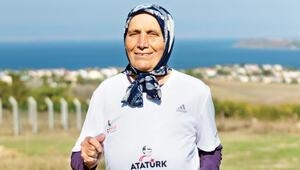 80'lik maratoncu babaanne gençleri geçince aldığı tepkileri anlattı: Aa yaşlı teyze bizi geçti