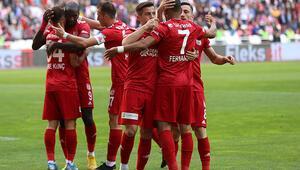 Sivasspor, Antalyasporu 2-1 ile geçti