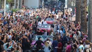Binlerce kişi akın etti 56'ncı Antalya Altın Portakal Film Festivali kortejle başladı