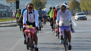 Bursada bisikletli düğün konvoyu