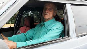 33 yıldır görmediği otobüsünün vergisini ödüyor