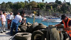 Denizden kamyon dolusu lastik çıktı