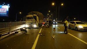 Sebze yüklü kamyon hafriyat kamyonuna çarptı: 2 yaralı