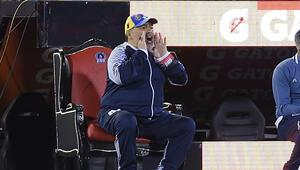 Maradona tahta çıktı