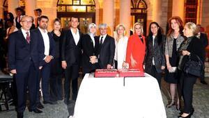 Cumhuriyet Bayramı pastasını birlikte kestiler
