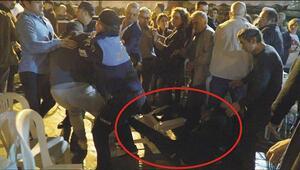 Selçuktaki 29 Ekim kutlamalarında Belediye Başkanına saldırı