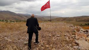 35 yıldır Türk bayrağı dalgalandıran Yüksekovalı, kabul töreninde
