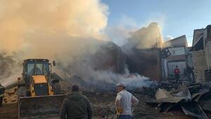 Bayburtta, köyde çıkan yangında 7 ev ve 2 ahır yandı