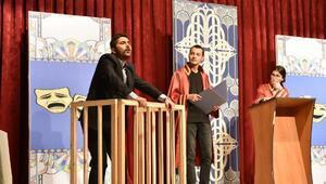 Genç tiyatrocular Mustafakemalpaşa'da sahne aldı