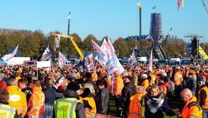Hollanda'da inşaatçılardan hükümet karşıtı protesto