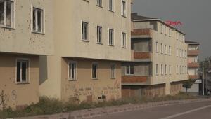 Yaptığı sitedeki 24 daireyi 50den fazla kişiye satıp kaçtı