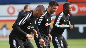 Beşiktaşta Antalyaspor hazırlıklarını sürdürdü Burak Yılmaz takımla ısındı...