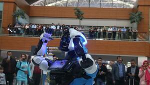 Sabiha Gökçen Havalimanında danışma hizmeti verecek robot göreve başladı