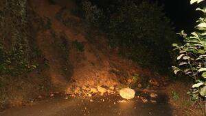 Şiddetli yağışlar etkisini sürdürüyor Trafiğe kapandı