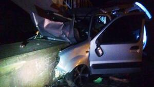 Üst geçit ayağına çarpan hafif ticari aracın sürücüsü öldü