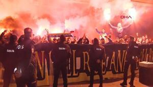 Fenerbahçeye taraftarlardan coşkulu karşılama