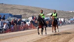 Menemende rahvan at yarışı heyacanı yaşandı