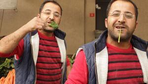 Pazarcılar tepki gösterip çiğ çiğ yedi