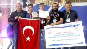 Gemerekli öğrenciler, robot yarışmasında ikinci oldu