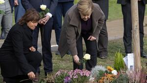 Merkel'den NSU kurbanları için yapılan anıta ziyaret