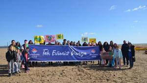 Öğrenciler, İğneada sahilinde temizlik yaptı