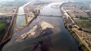 Meriç Nehri'nde adacıklar oluştu, su kuyuları kurudu