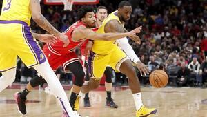 NBAde gecenin sonuçları | LeBron James, Lakersı taşımaya devam ediyor