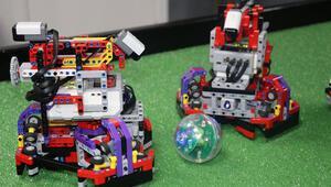 Futbol oynayan yapay zekalı robotlarıyla Türkiyeyi temsil edecekler