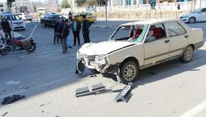 Kiliste otomobil ile motosikletin çarpıştı: 2 yaralı