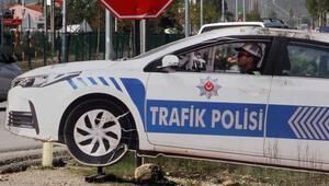 Maket polis aracından hırsızlık kamerada