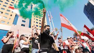 Lübnan'da öğrenciler meydanlarda