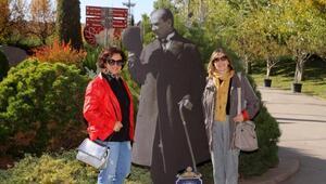Eskişehir'de sokaklara Atatürk maketleri konuldu