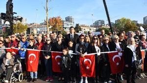 """Kadıköy'de 6.5 kilometrelik """"Ata'ya Saygı Zinciri"""" oluşturuldu"""