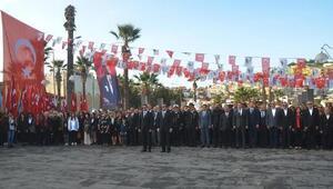 Kuşadası Atatürkü andı