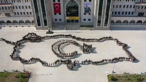 650 öğrenci ile Türkiye haritası ve ay-yıldızlı koreografi