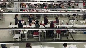 Fabrikada çalışan kadın işçiler saat 09:05te Atatürkü böyle andı